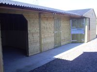A nice and neat stable complex consisting of a corner unit, tack room and hay store. Perfect for one peson, with the aesthetic appeal of a corner complex.