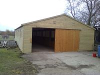 5 Bay American Barn - all on one side with walkway to the front of the stables.