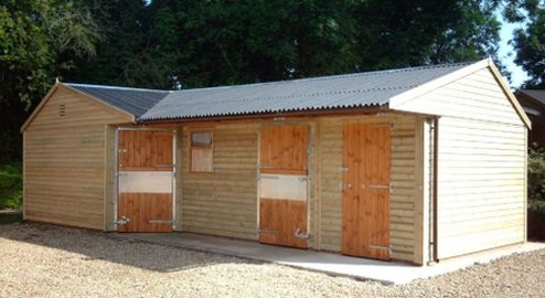 Single corner unit, stable and a 6ft tack room.