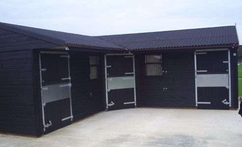 Protek Ebony Wood Treatment creates a striking look on this three stable unit with a black Onduline roof. All Warwick Buildings Customers recieve a 20% Discount Voucher for Protek Wood Care products in their After Care Pack